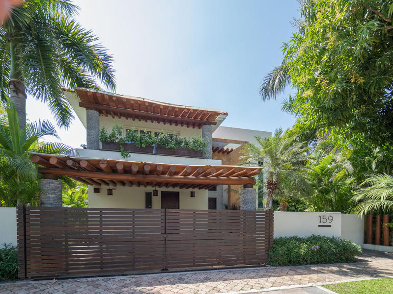 Villa Jacarandas 159