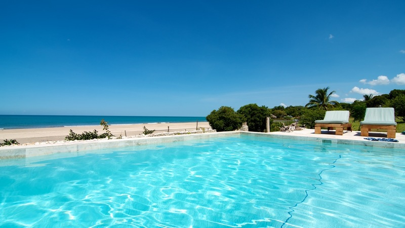 Out of the Blue on the Beach Villa Rental